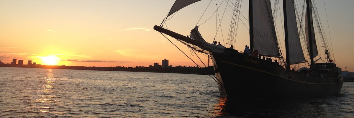 boat-cruise-toronto-kajama-sunset-city
